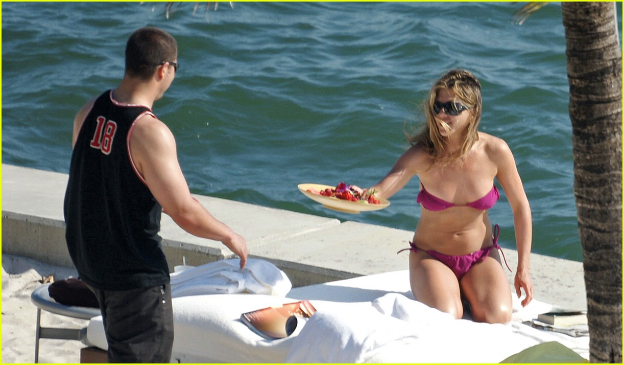 jennifer aniston bikini 22