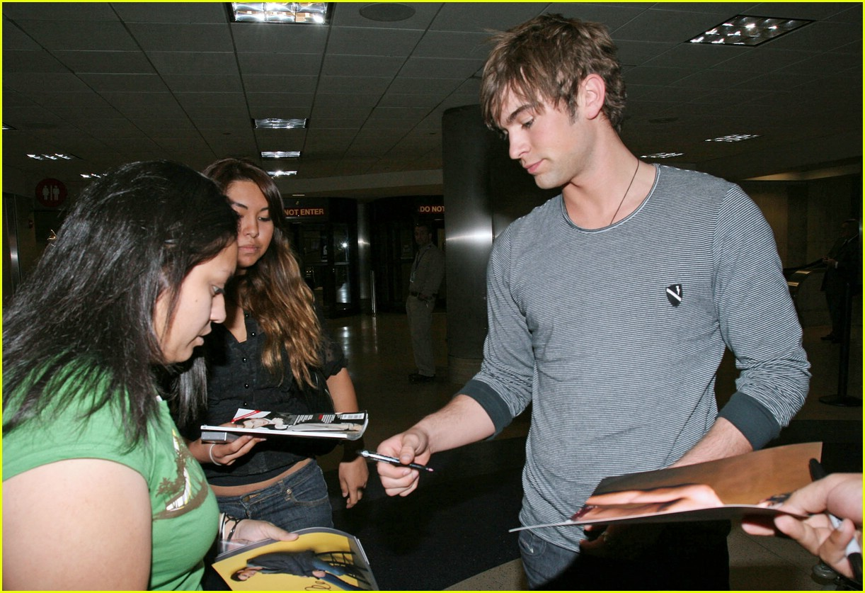 chace crawford phone 131012321