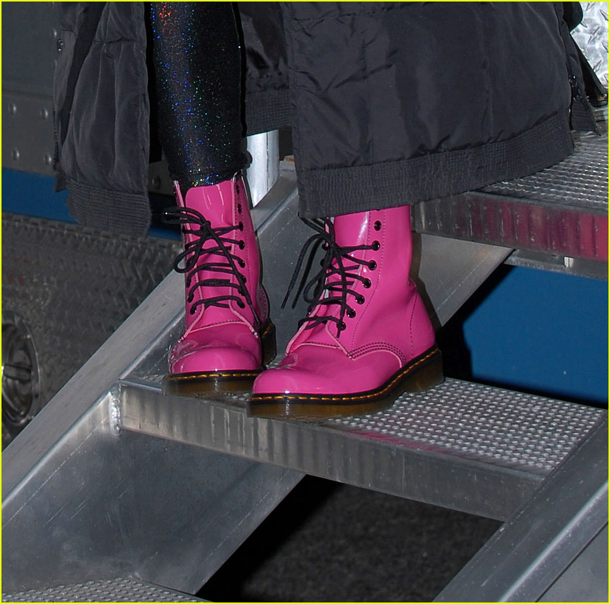 chace crawford pink boots 031018011