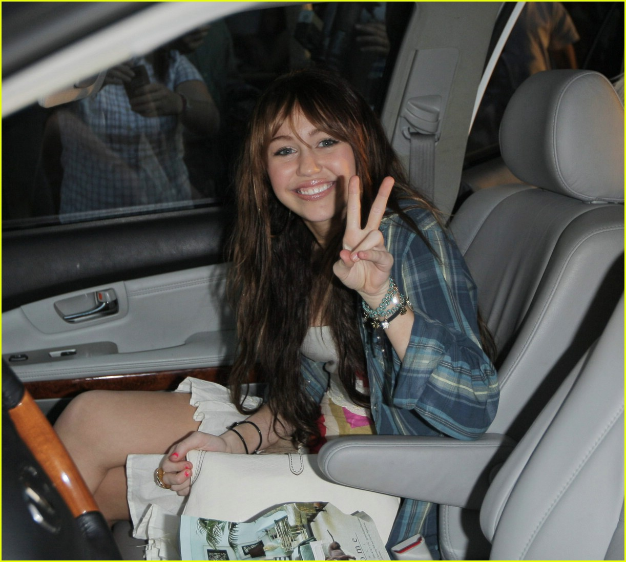 miley cyrus big give 02