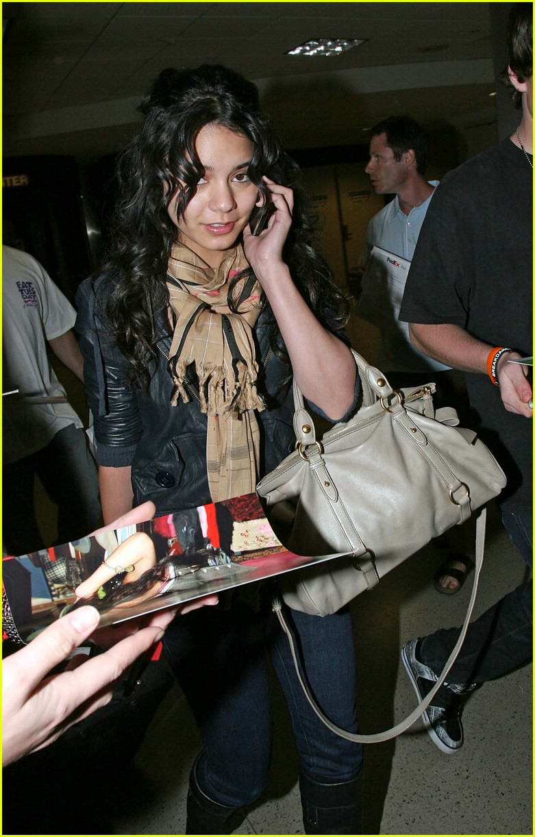 vanessa hudgens lands lax 061012521