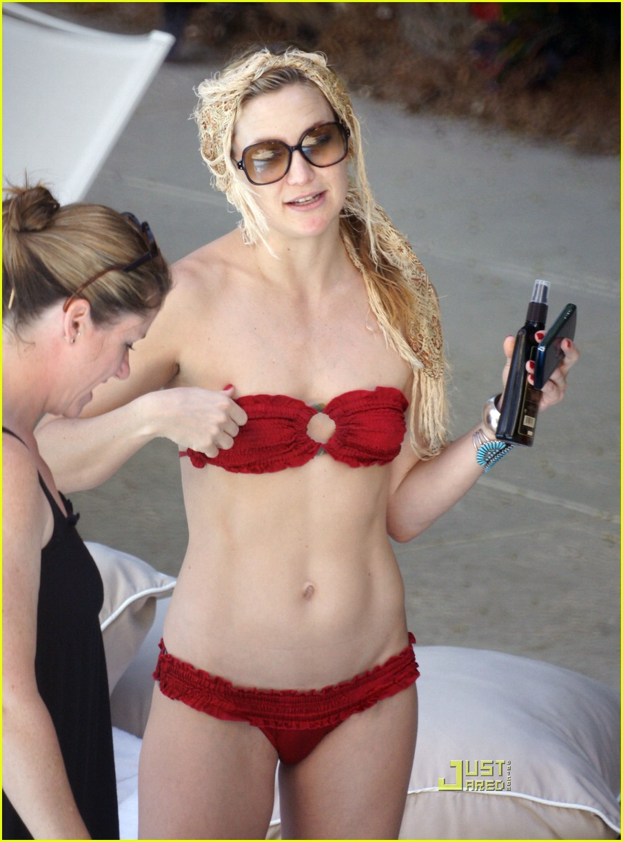 kate hudson ryder pool 20