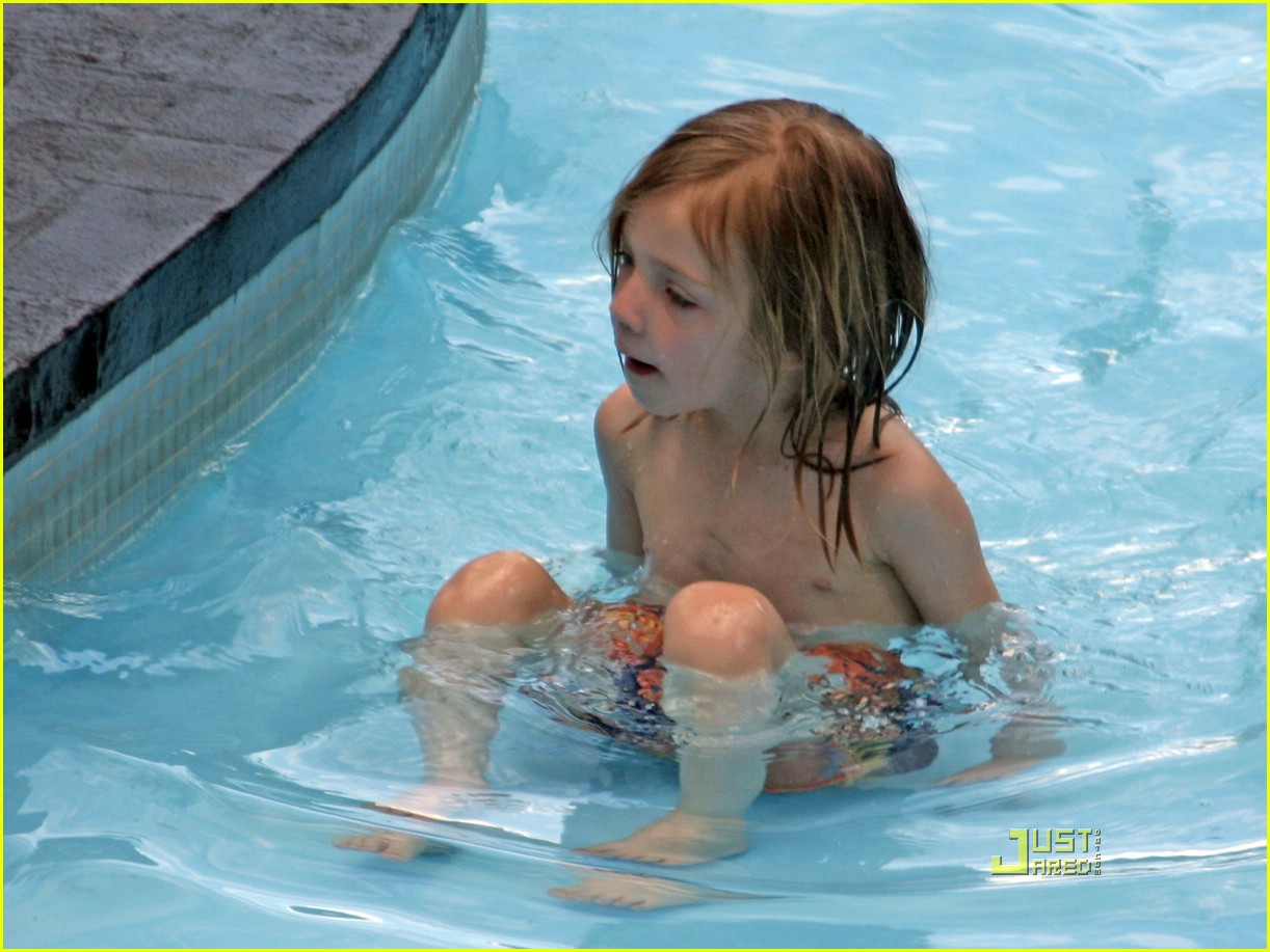kate hudson ryder pool 27972111