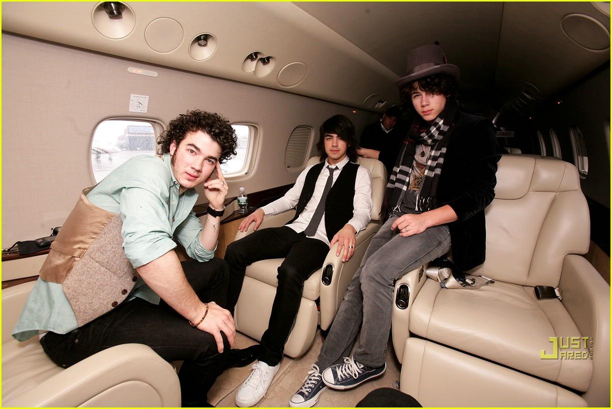 jonas brothers private jet 26983031