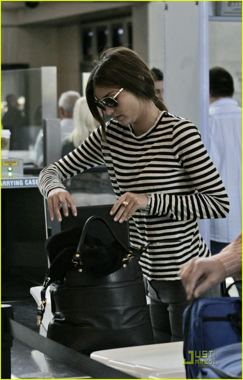 miranda kerr lax airport 13