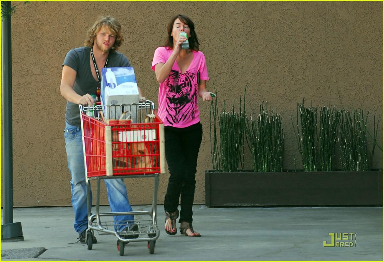 lena headey grocery shopping 06974131