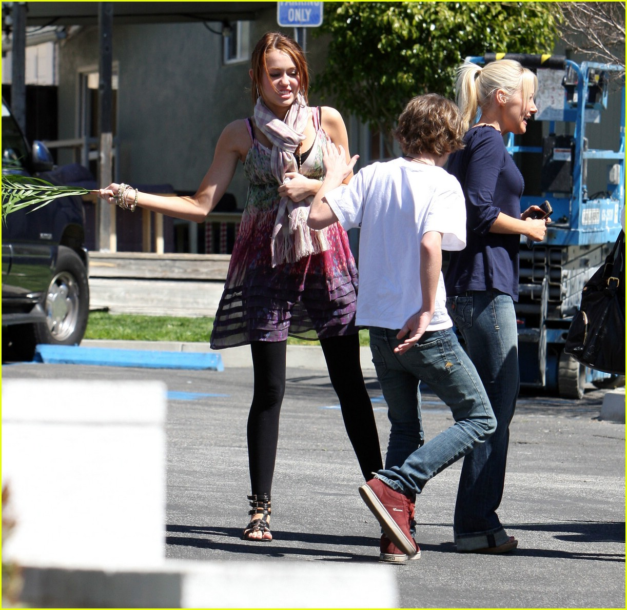 miley cyrus palm sunday 081000411