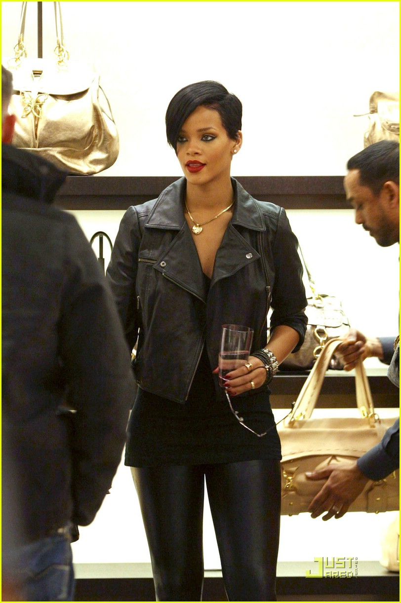 rihanna louis vuitton eyes 17969391