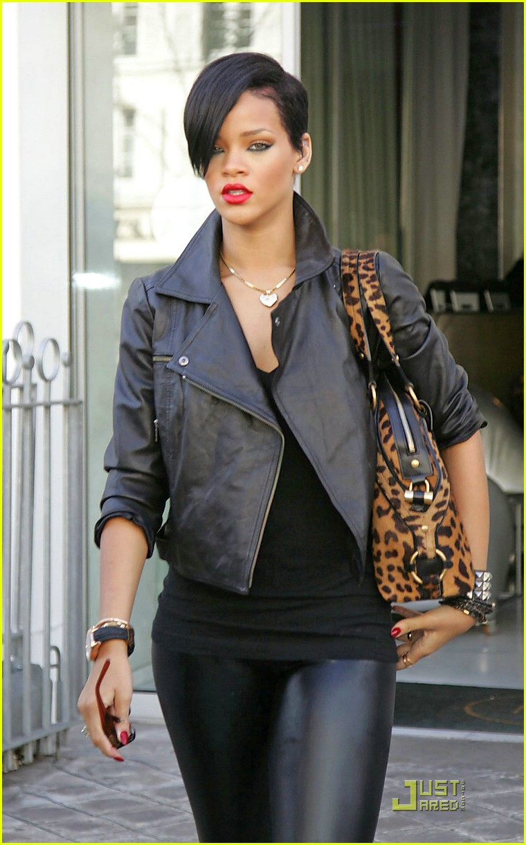 rihanna louis vuitton eyes 20969421