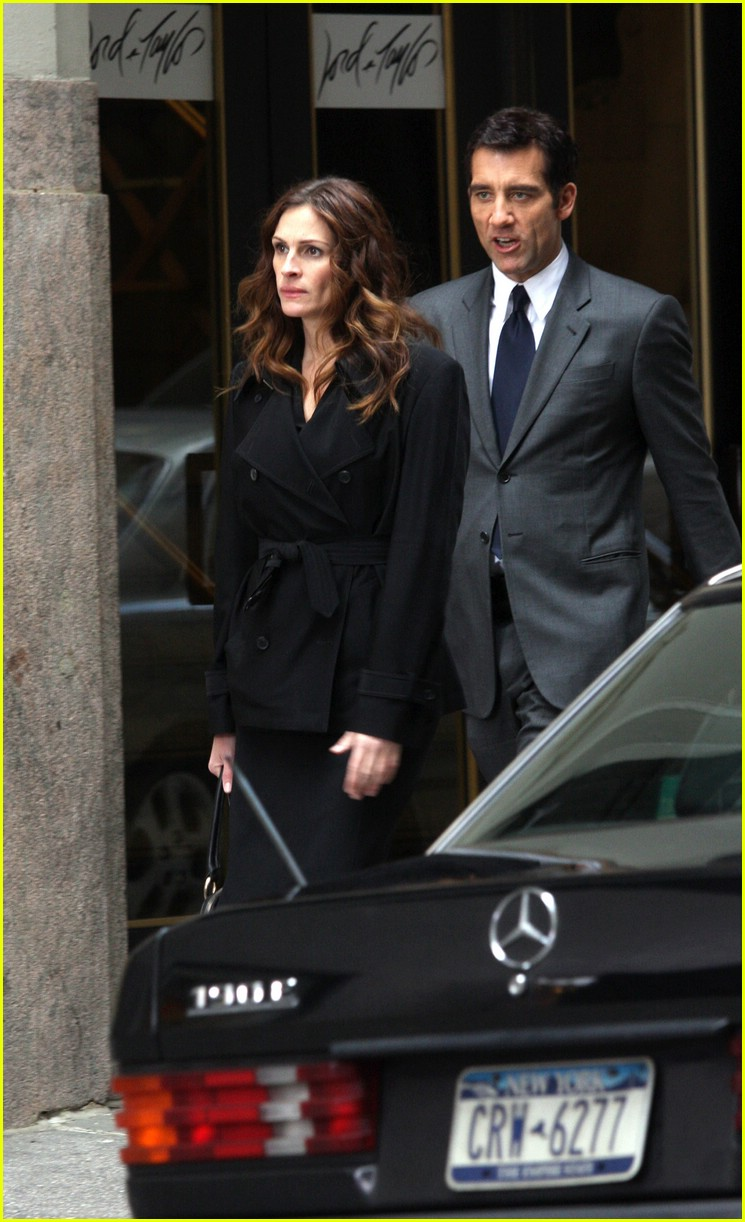 Julia Roberts & Clive Owen Get Into a Fight: Photo 1068161 ...