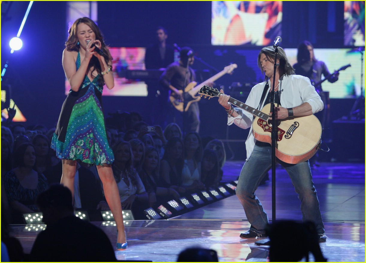 miley cyrus cmt performance 2008 10