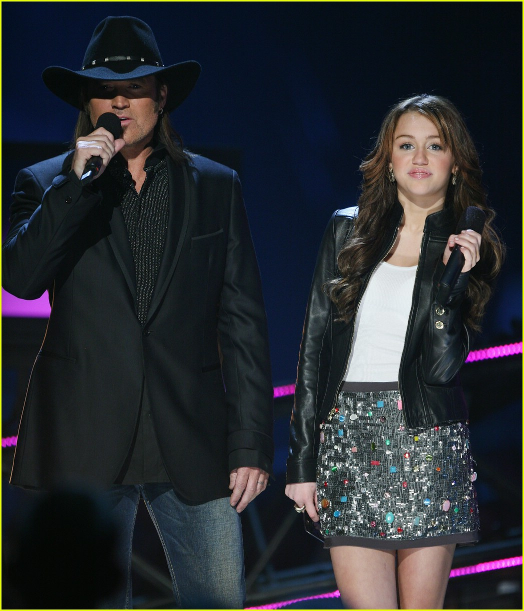 miley cyrus cmt performance 2008 21