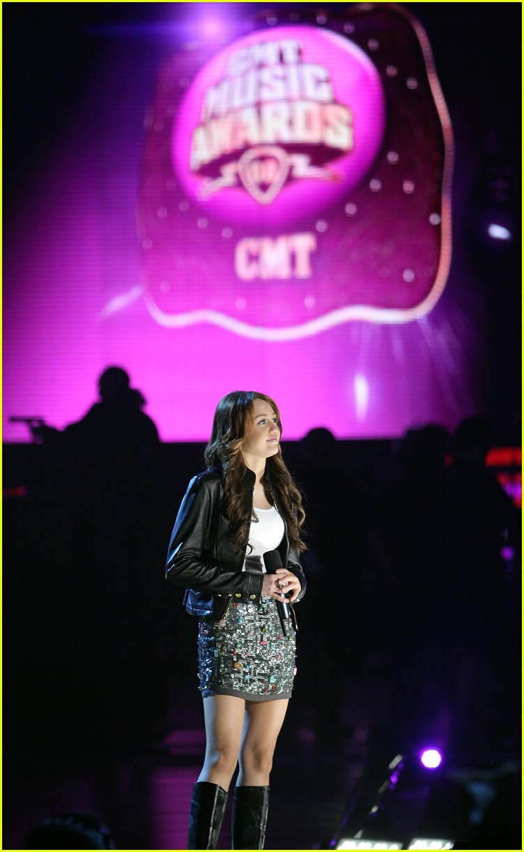 miley cyrus cmt performance 2008 43