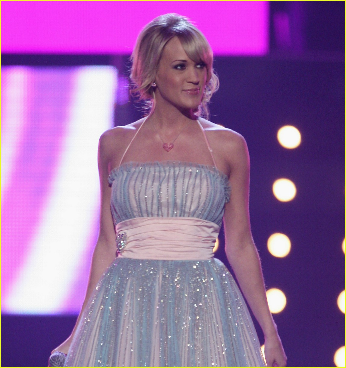 carrie underwood cmt performance 02