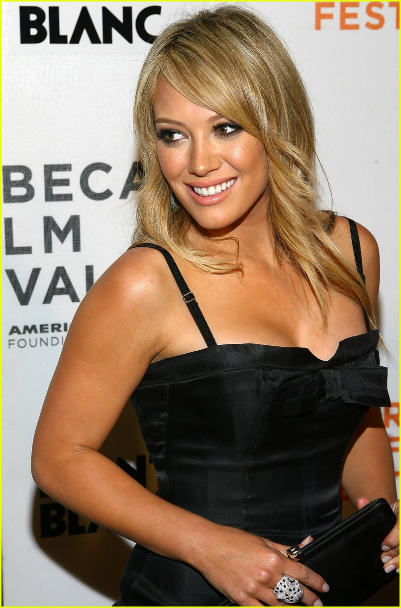 hilary duff war inc 32