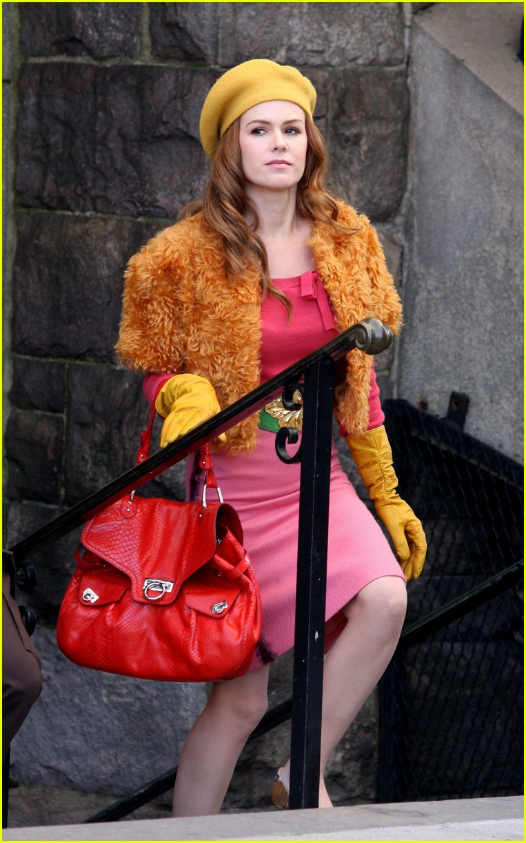 isla fisher shop too much 05