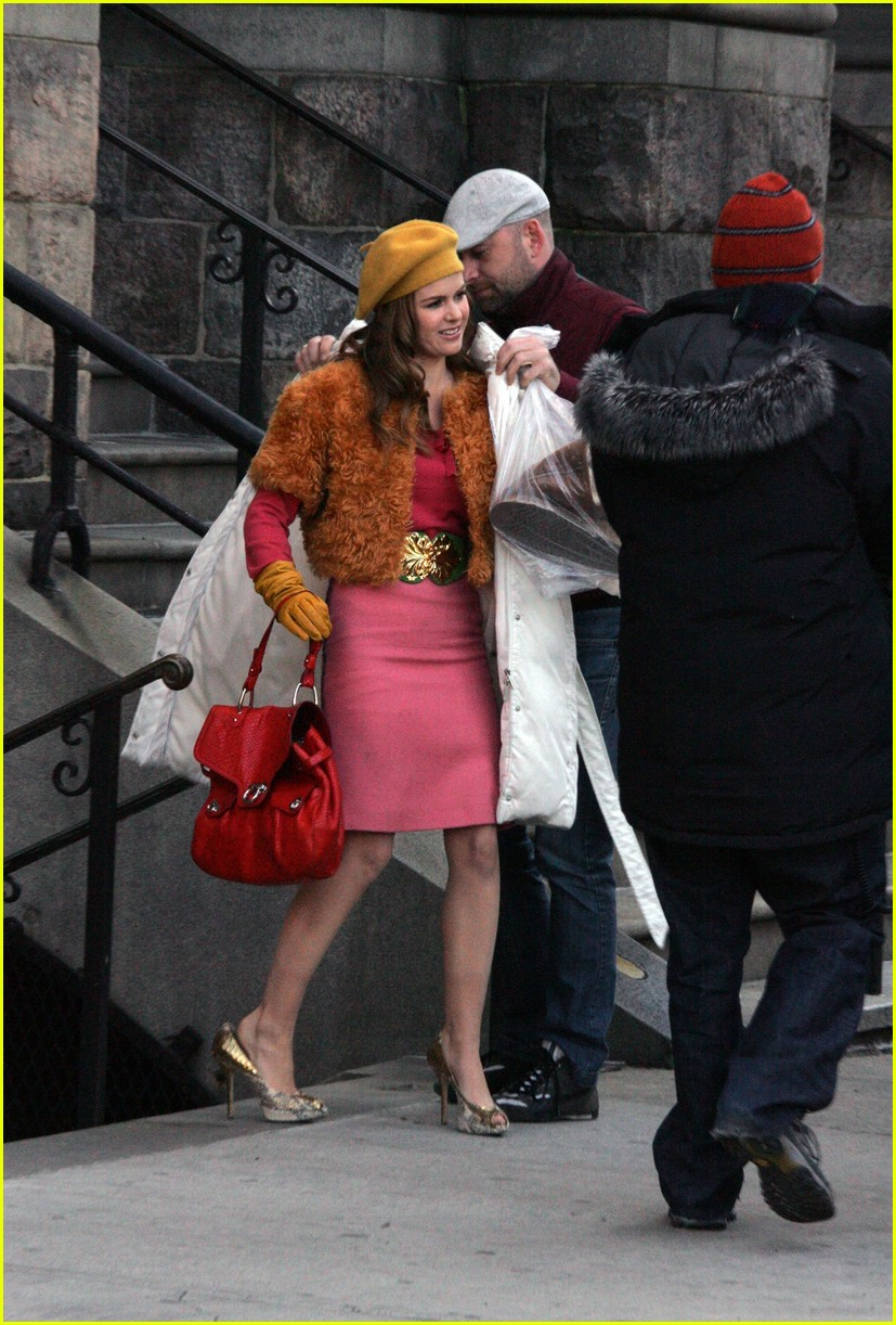 isla fisher shop too much 07