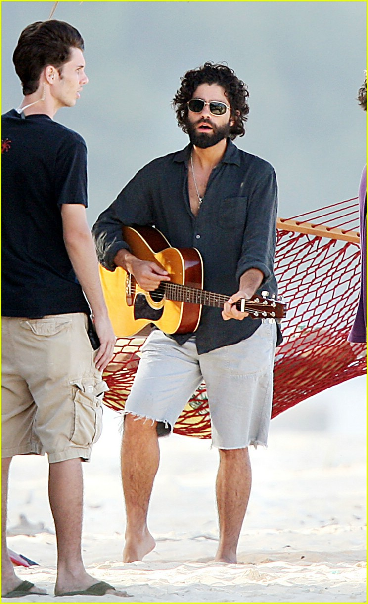 adrian grenier entourage hawaii 02