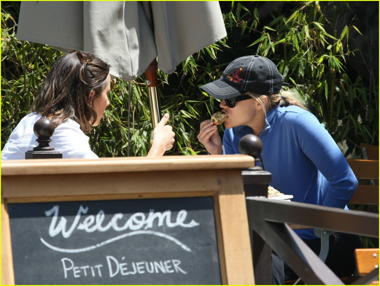 reese witherspoon lunch 131070961