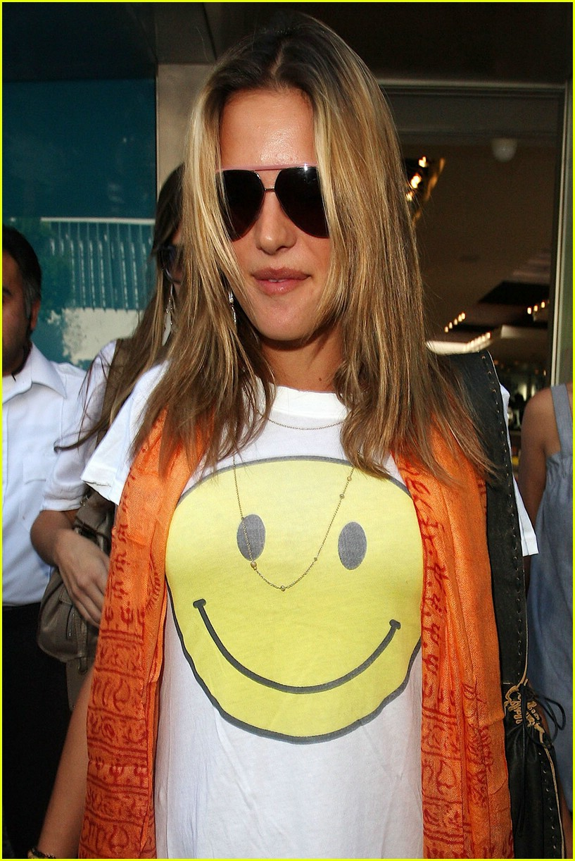 alessandra ambrosio smiley face 28
