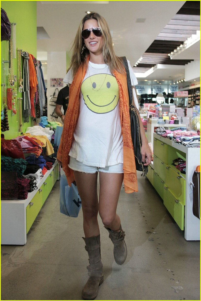 alessandra ambrosio smiley face 771107381