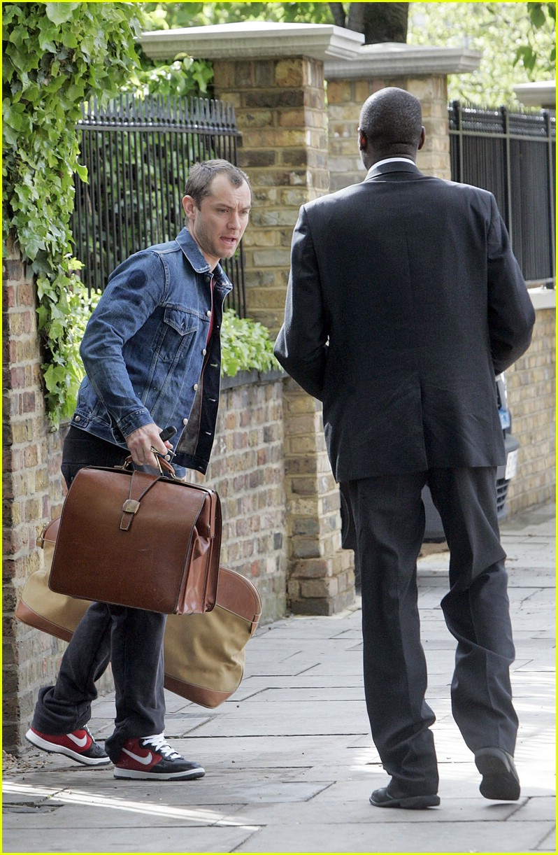 jude law luggage lad 05
