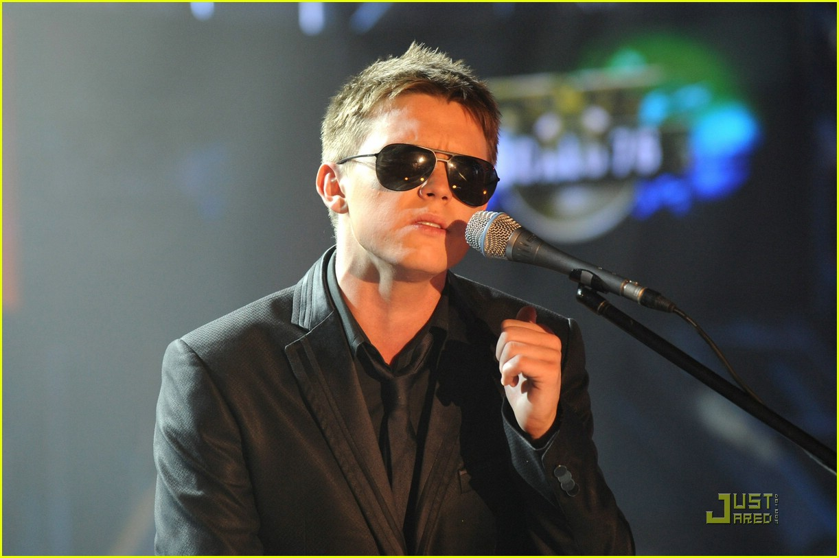 jesse mccartney bleeding love 031164601
