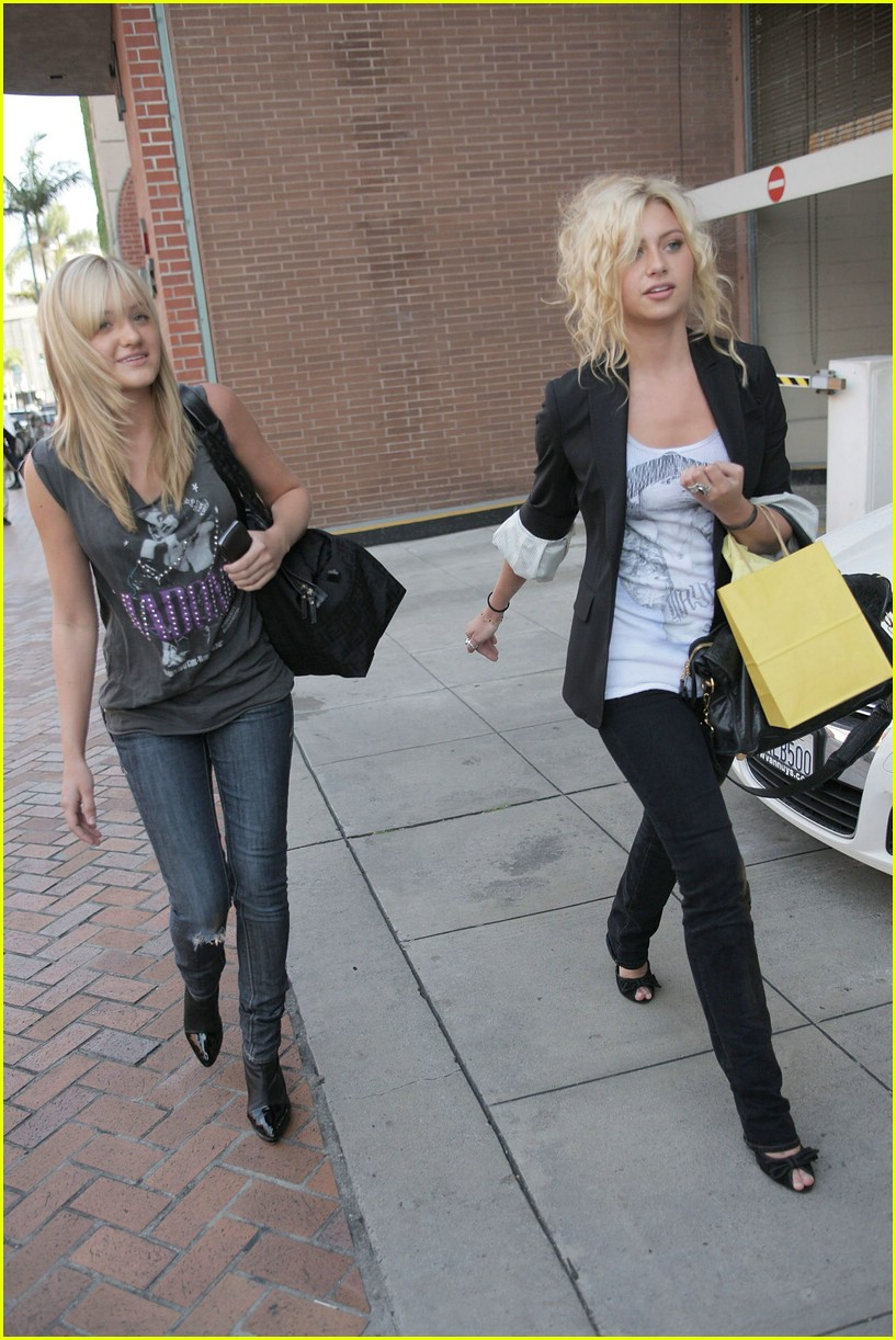 aly aj michalka shopping 40