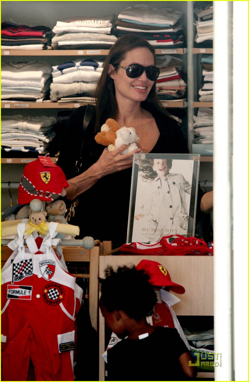 angelina jolie monaco shopping 06