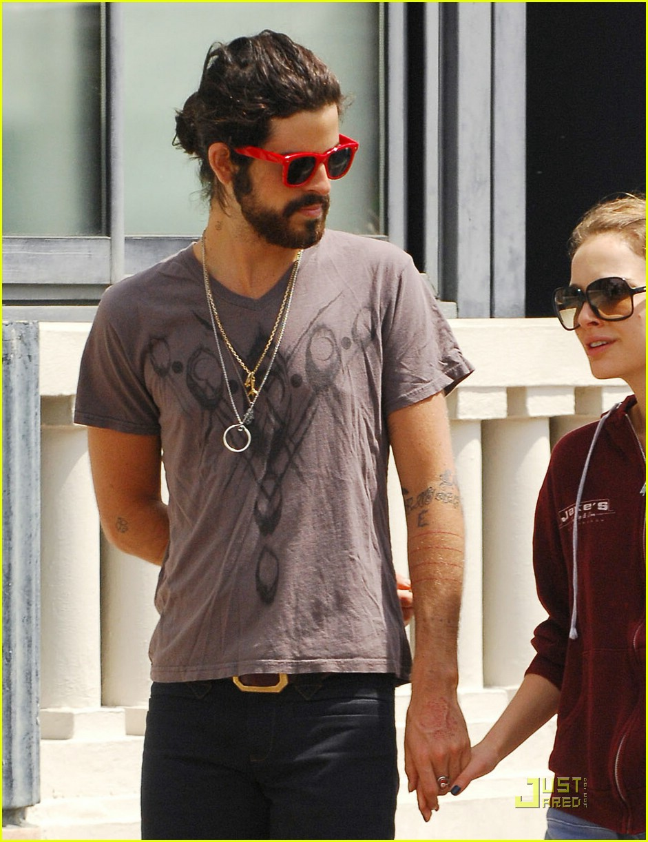 Natalie Portman & Devendra Banhart Caught Kissing in Cannes Natalie Portman