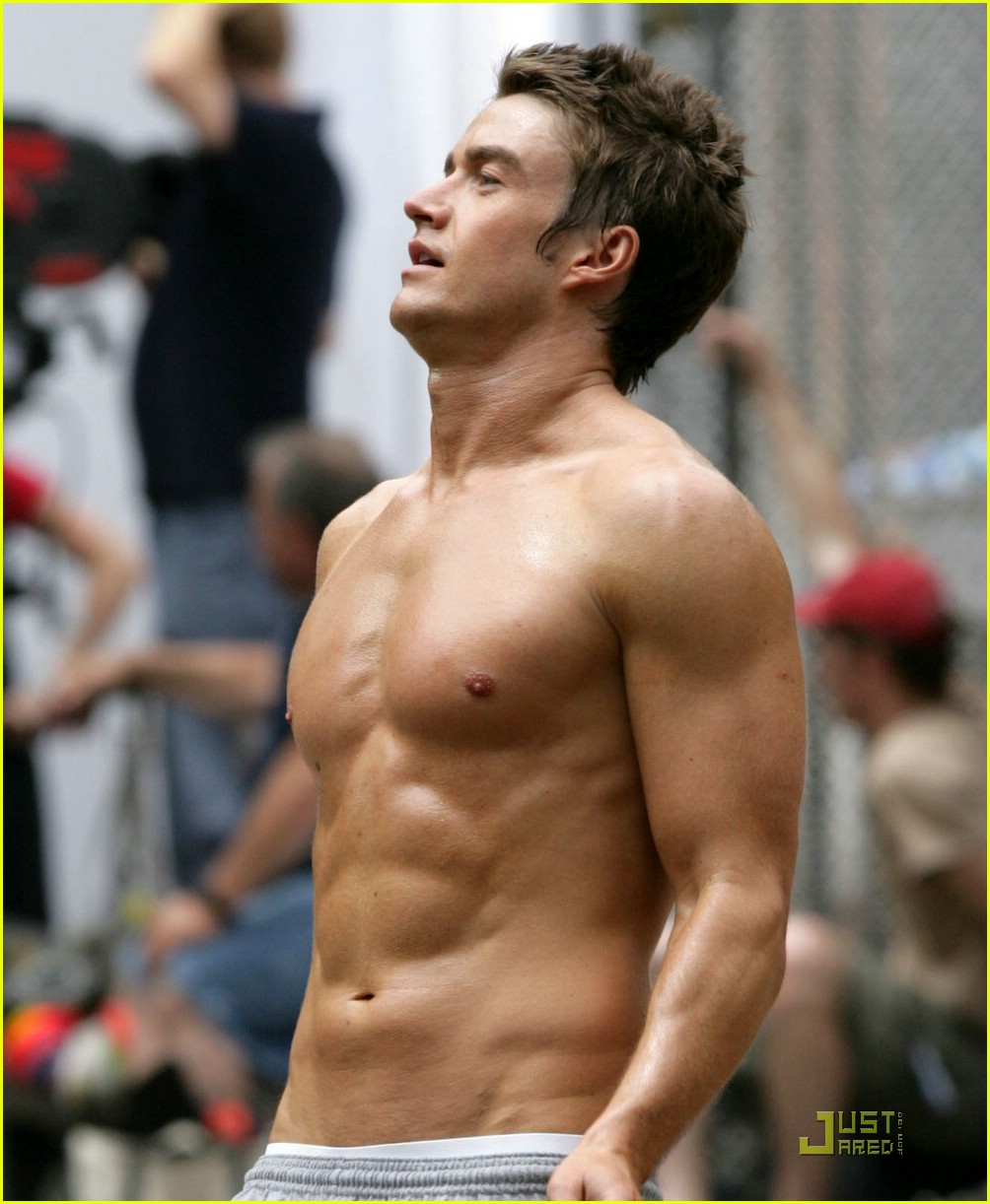robert buckley hot 25