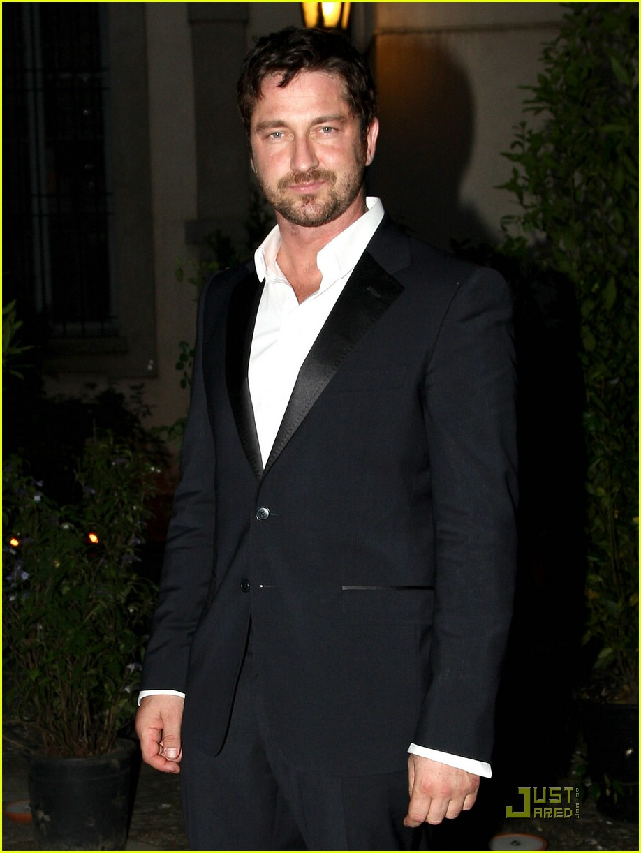 gerard butler milan fashion week 06