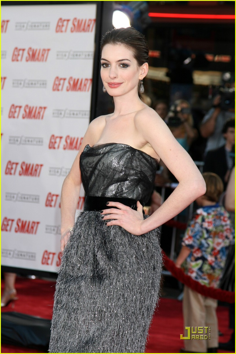 anne hathaway get smart world premiere 21