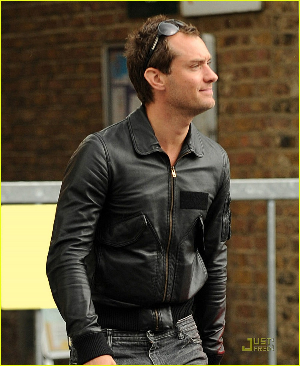 Leather jacket in summer - Jude Law Lives In Nike Town Photo 1187501 Jude Law Pictures Just Jared