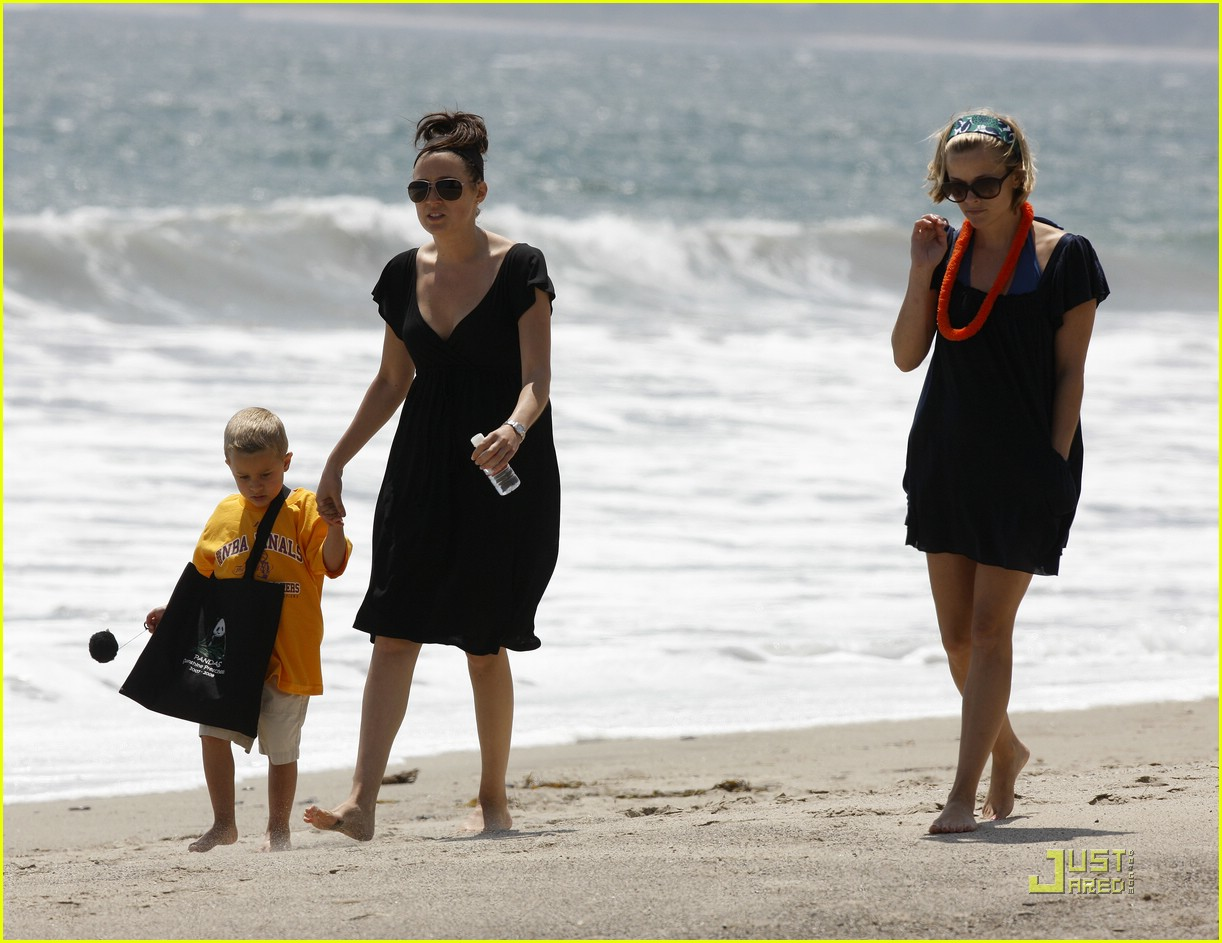 reese witherspoon deacon phillippe beach 04