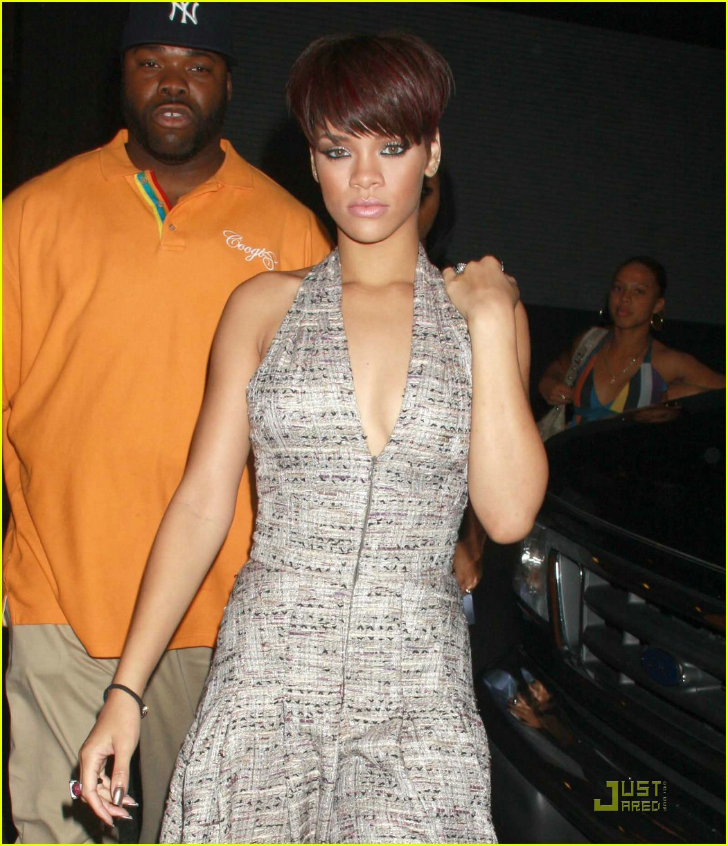 rihanna disturbia 02