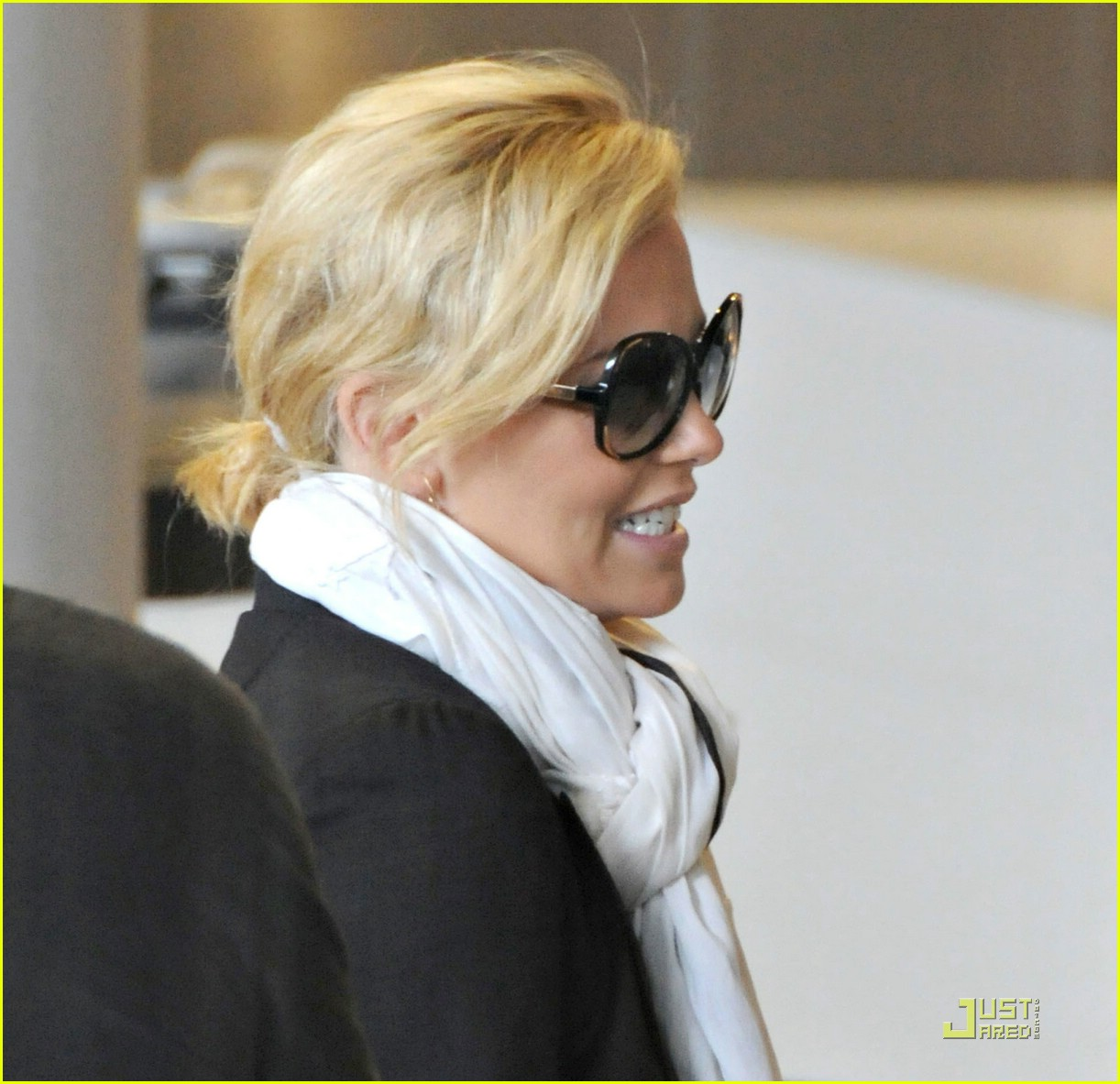 charlize theron french flight 01