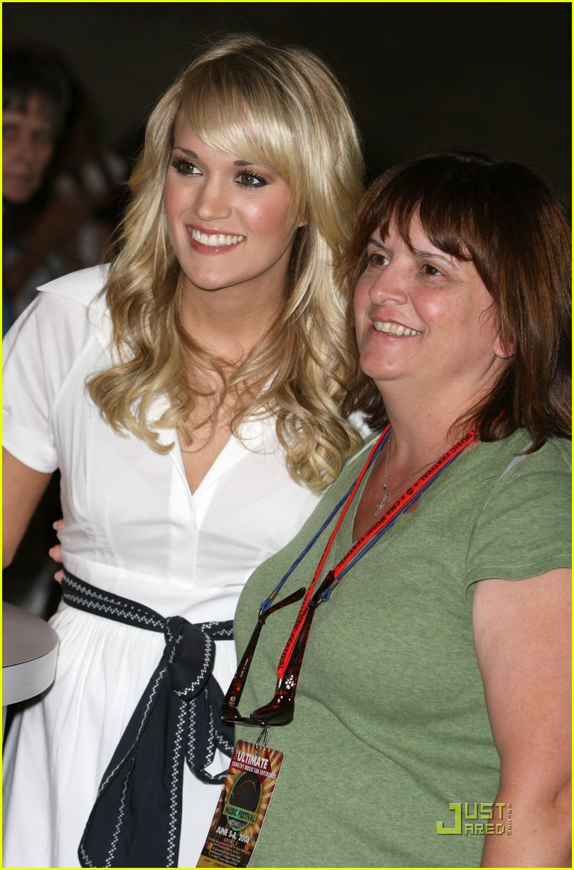 carrie underwood fan 14