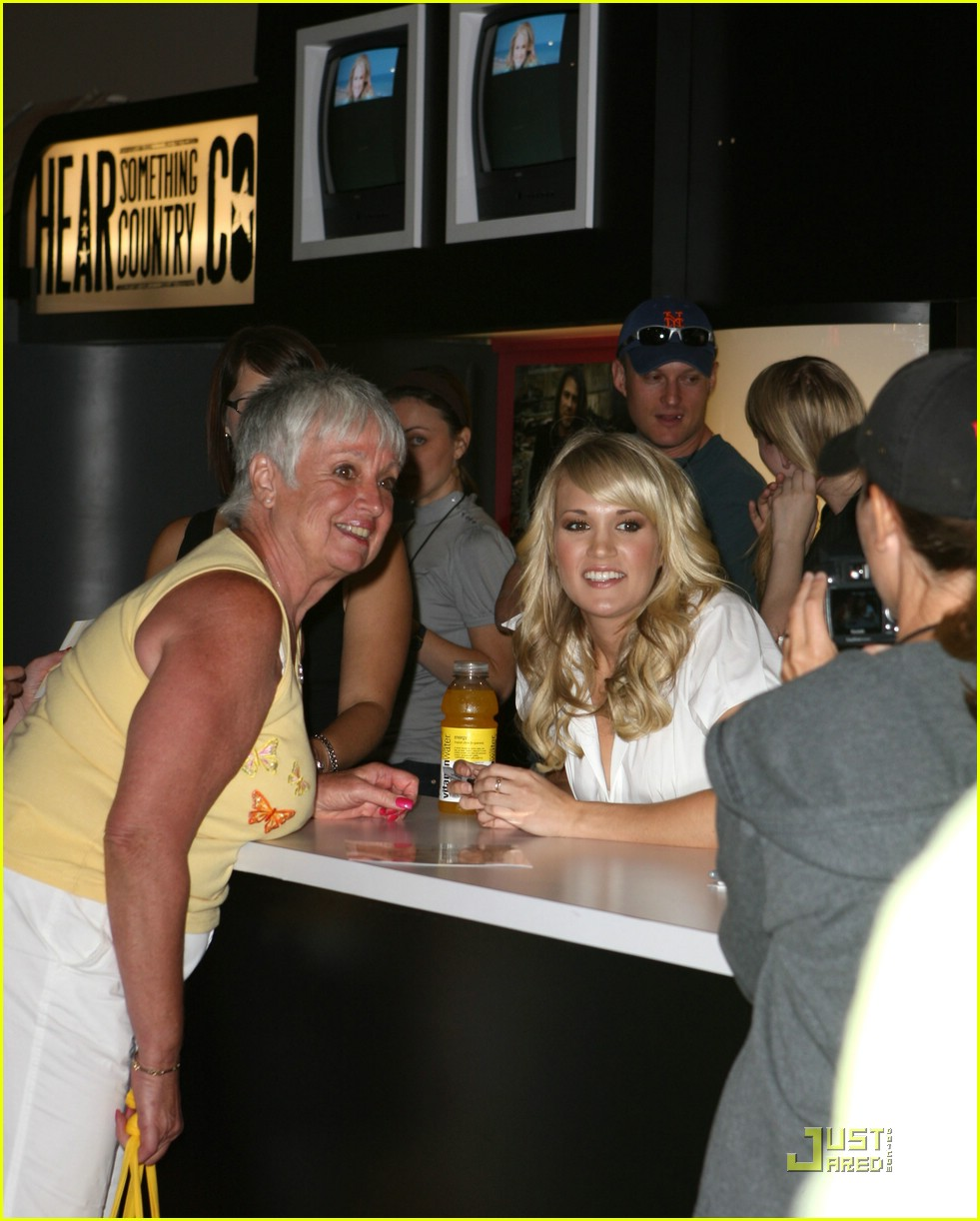 Carrie underwoods fans are fantastic photo 1189371 carrie carrie underwoods fans are fantastic photo 1189371 carrie underwood pictures just jared kristyandbryce Images