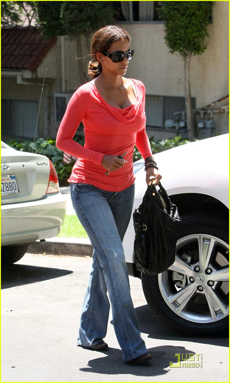 halle berry tickled pink 07
