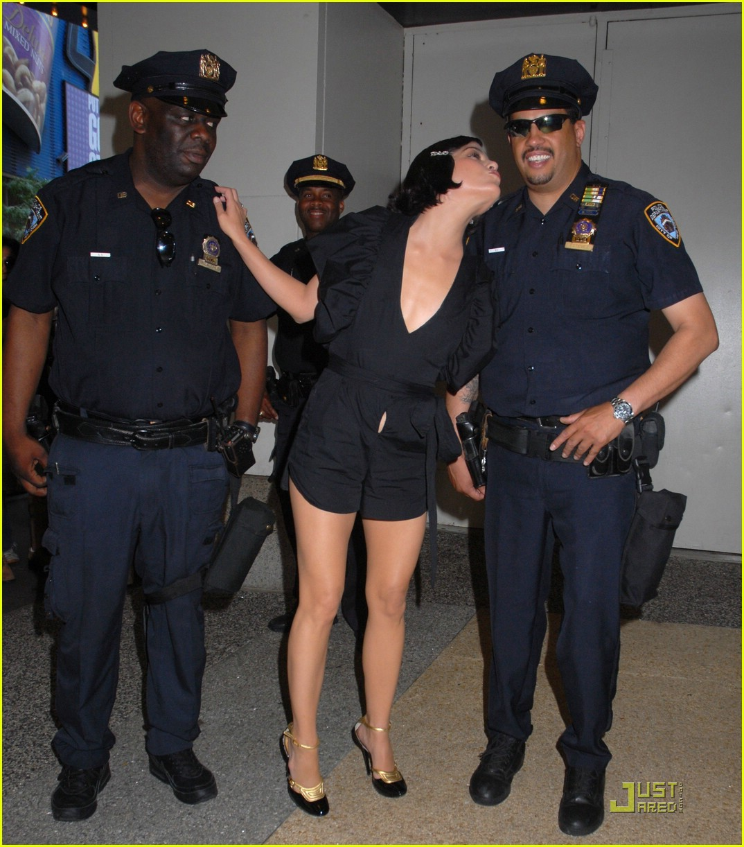 full sized photo of selma blair cops kiss 10 photo 1259461 just jared