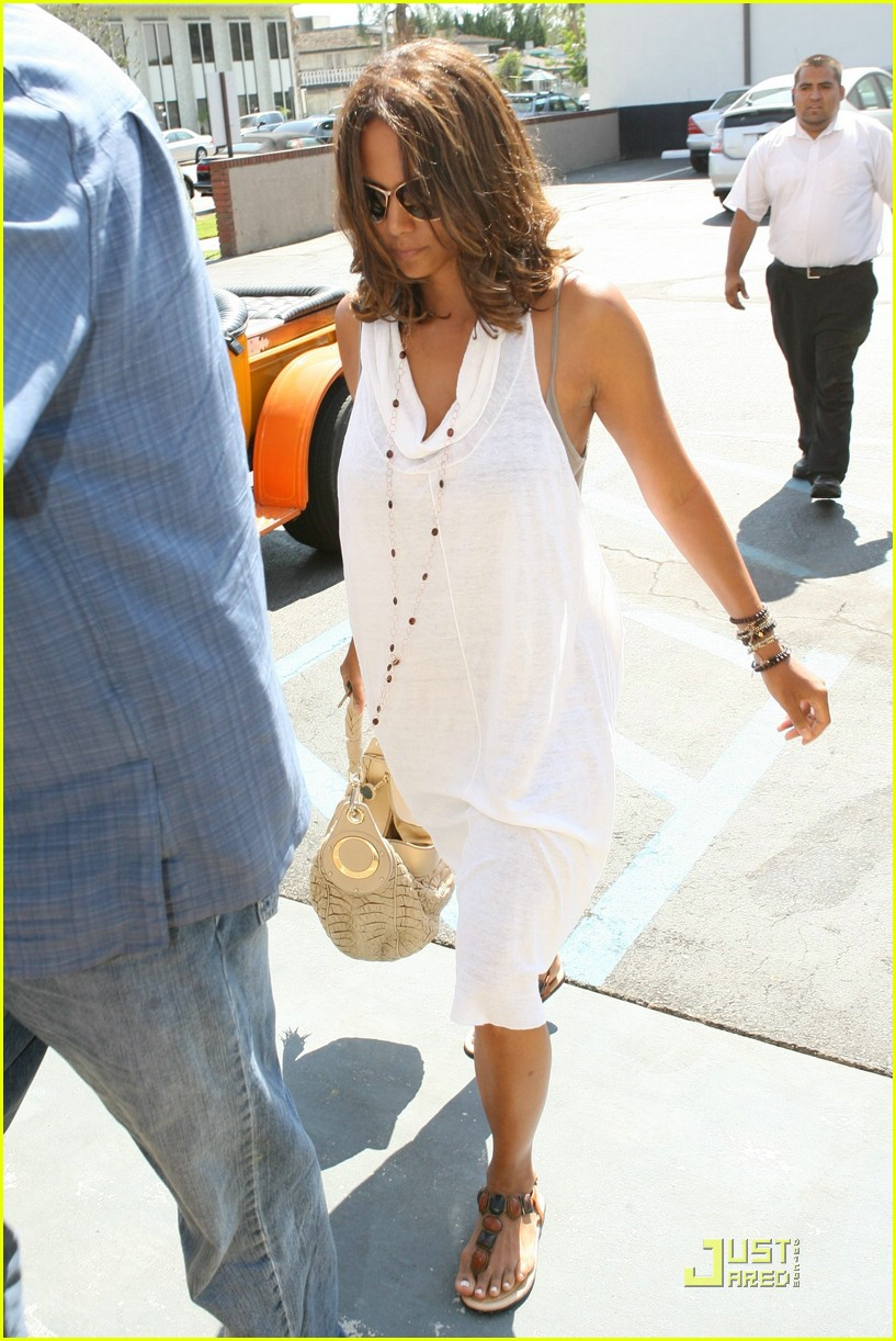 halle berry dental date 08