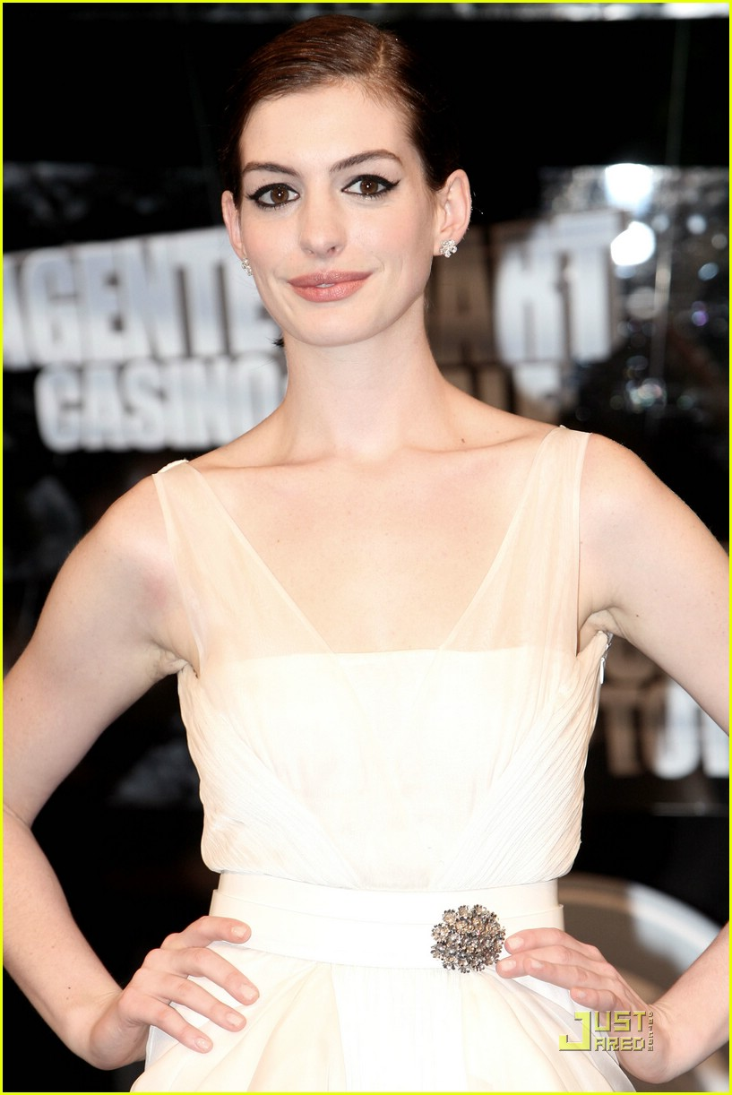 anne hathaway roman romp 18