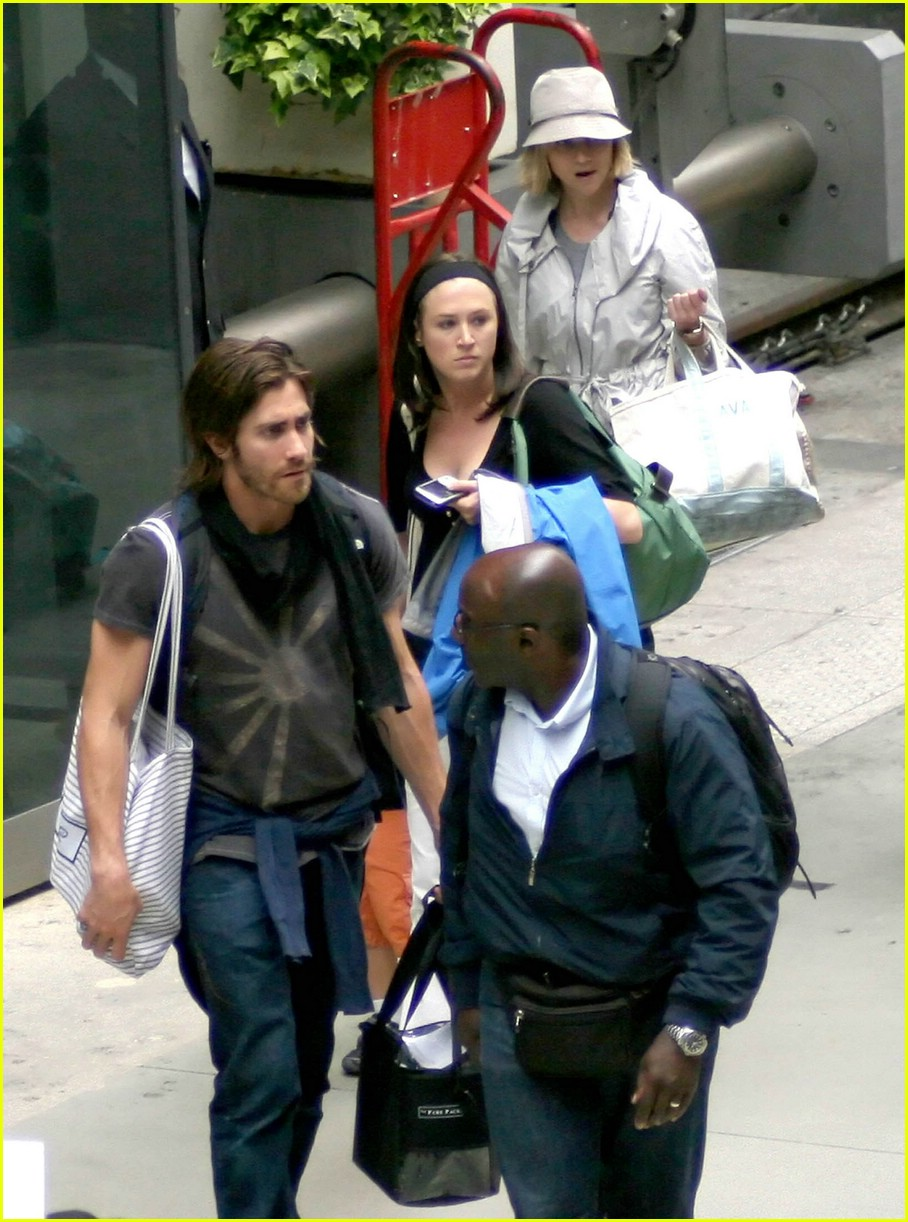 jake gyllenhaal long hair 09