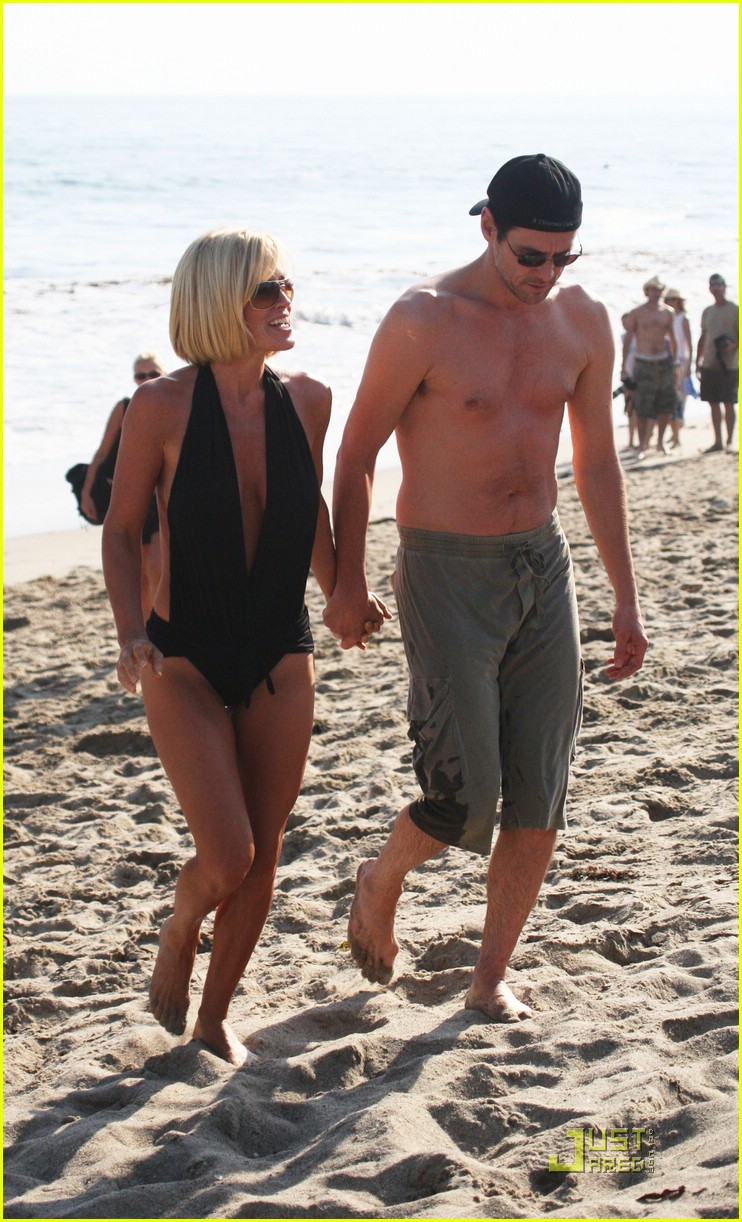 jim carrey jenny mccarthy same swimsuit 04
