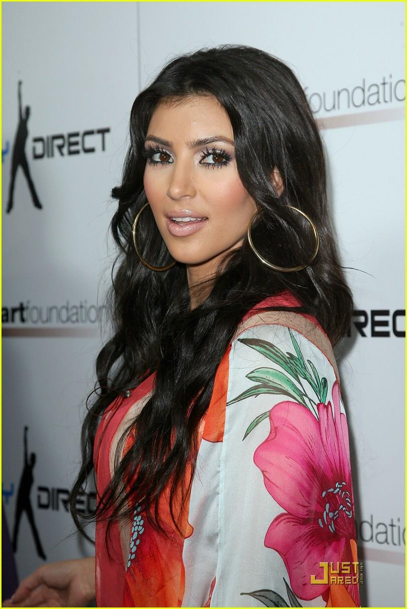 kim kardashian celebrity bowling 021282351