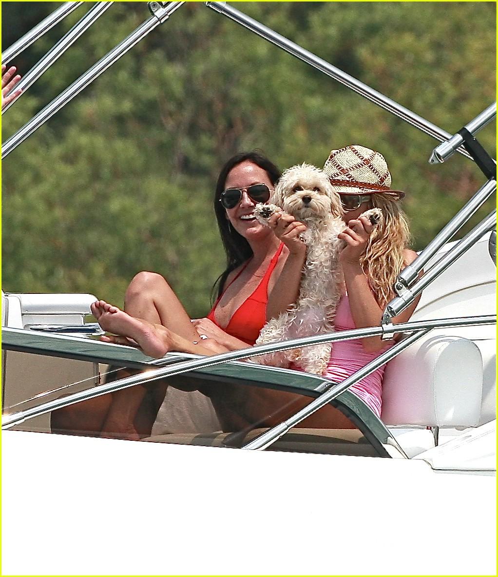 jessica simpson ashlee simpson yacht 04