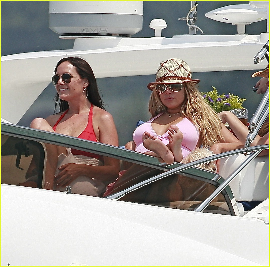 jessica simpson ashlee simpson yacht 101268741