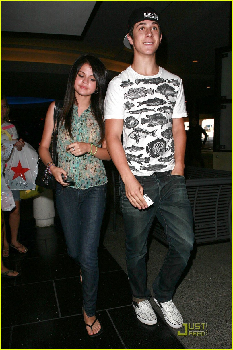 David Henrie And Selena Gomez Kissing