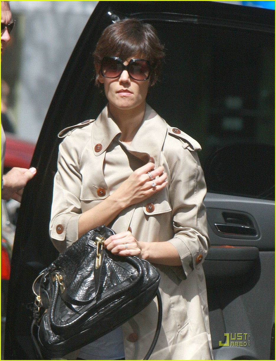 katie holmes trench coat 01